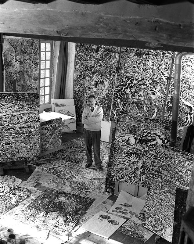Raymond Humbert sans son atelier. Photo archives du Musée des Arts populaires de Laduz